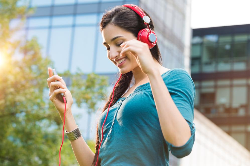Improve Your English listening skills through Radio | Wall Street
